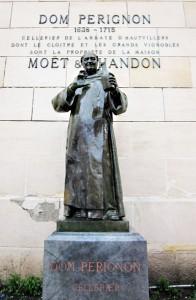モエ・エ・シャンドン社にあるドン・ペリニョン像