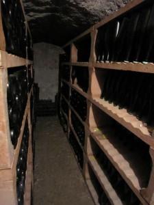 ワイン生産者の地下カーヴ(セラー)